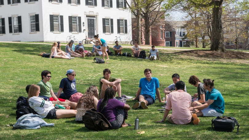 Classes take advantage of the weather to meet outside Reed Hall. (Photo by Eli Burakian '00)